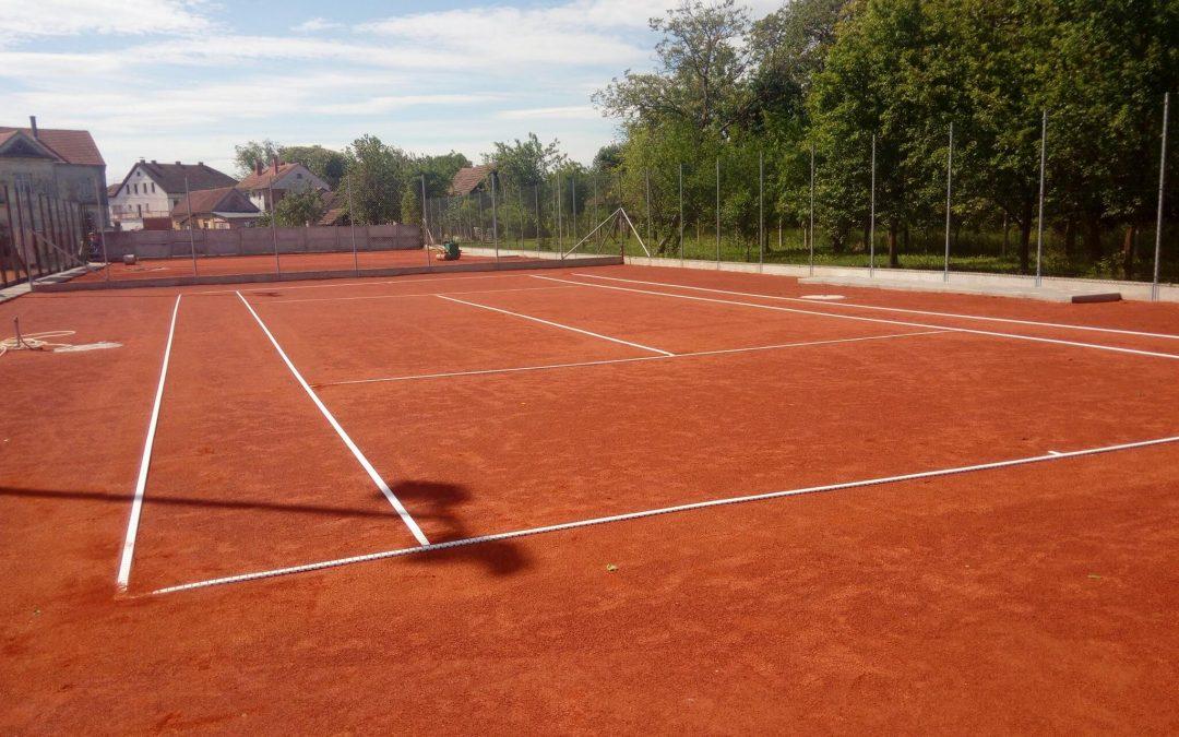 Postavljanje tenisita na novo igralište
